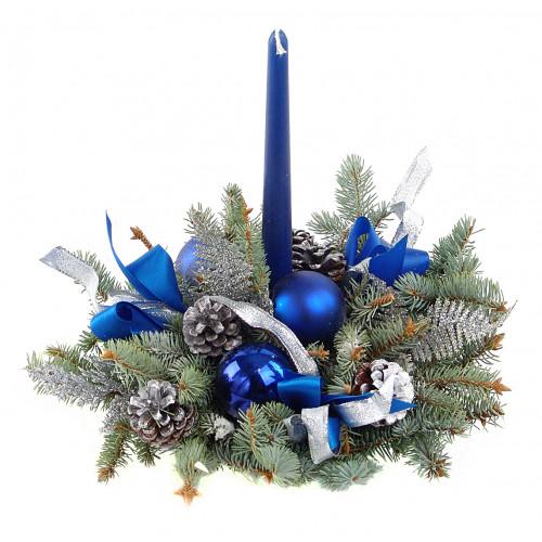 Новогодняя композиция с синей свечой