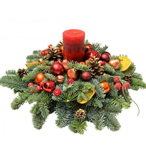 Новогодняя композиция с красной свечой
